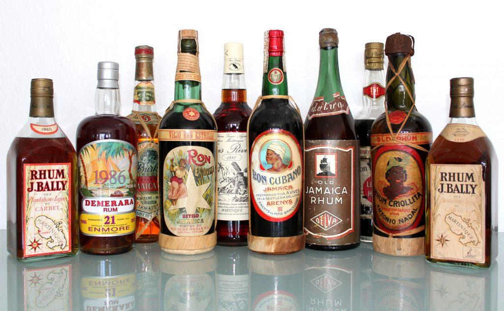 verschiedene Rum Flaschen